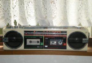 カセットテープの音源をアイフォンにいれる手伝いをしたという記事に使ったカセットプレイヤーの写真